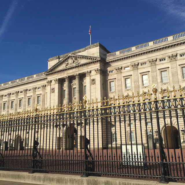 Instagram, Instagram Catch Up, Buckingham Palace, London, Queen