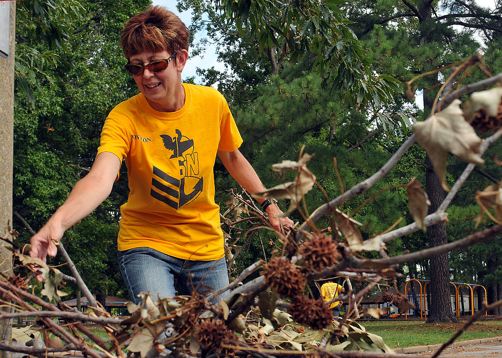 http://commons.wikimedia.org/wiki/File%3AUS_Navy_110907-N-JP983-014_Chief_petty_officer_select_Teresa_Montebon_participates_in_a_community_service_event_to_clean_up_debris_from_hurricane_I.jpg