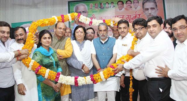 chairman-dhanesh-adlakkha-being-warm-welcome-faridabad