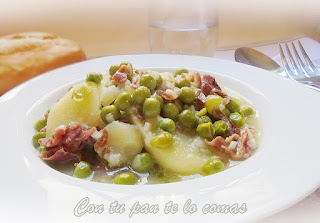 Guiso de patatas y guisantes con jamón