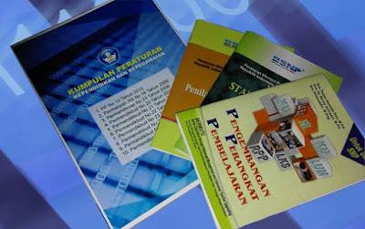 Download LENGKAP: Kumpulan PP, Peraturan Menteri dan Panduan Bagi Guru