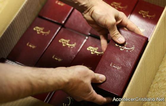 Biblias en idioma persa para cristianos iraníes