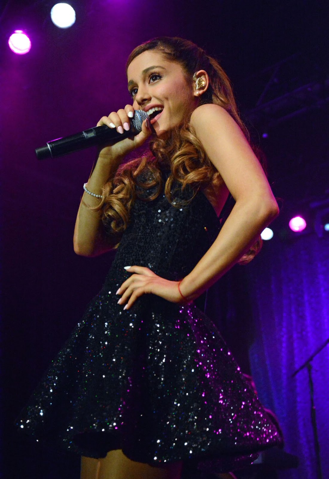 Ariana Grande En Traje De Baño The Look In The Mirror Style Idol Ariana Grande