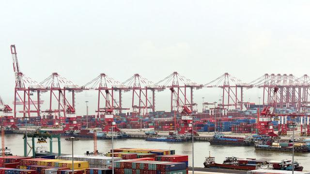 China lanza el primer buque de carga 100% eléctrico del mundo