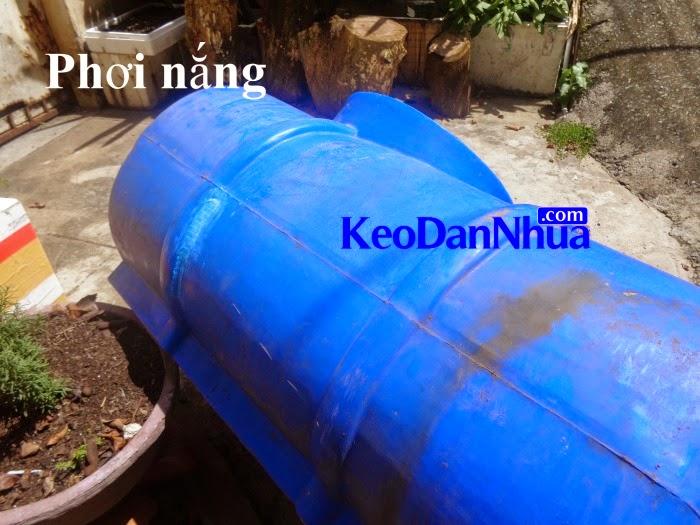 keo-dan-nhua-dinh-tot-chiu-nuoc-dan-bon-nuoc-bi-lung