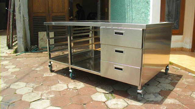 Meja Stainless Murah untuk Perlengkapan Bisnis Kuliner