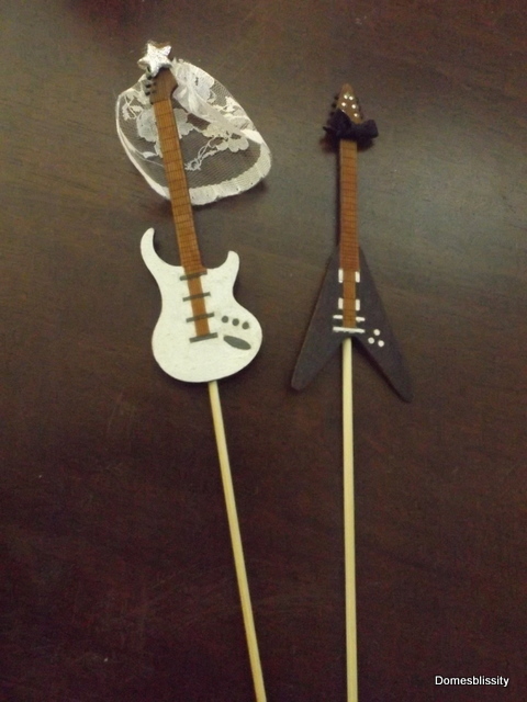 guitar wedding cake toppers diy guitar wedding cake topper domesblissity 15019