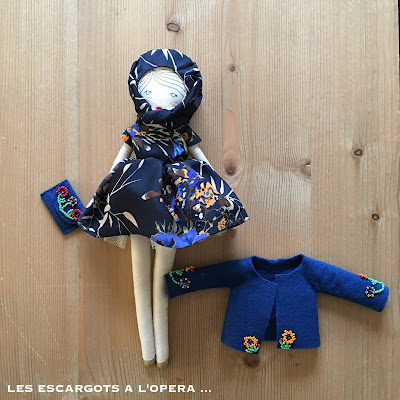 f0ba2afb931 une robe drapée en polyester fleuri