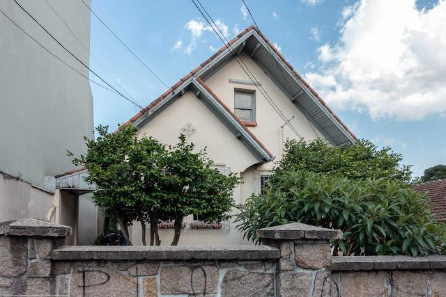 Casa com ornamento de ferro na Rua José de Alencar
