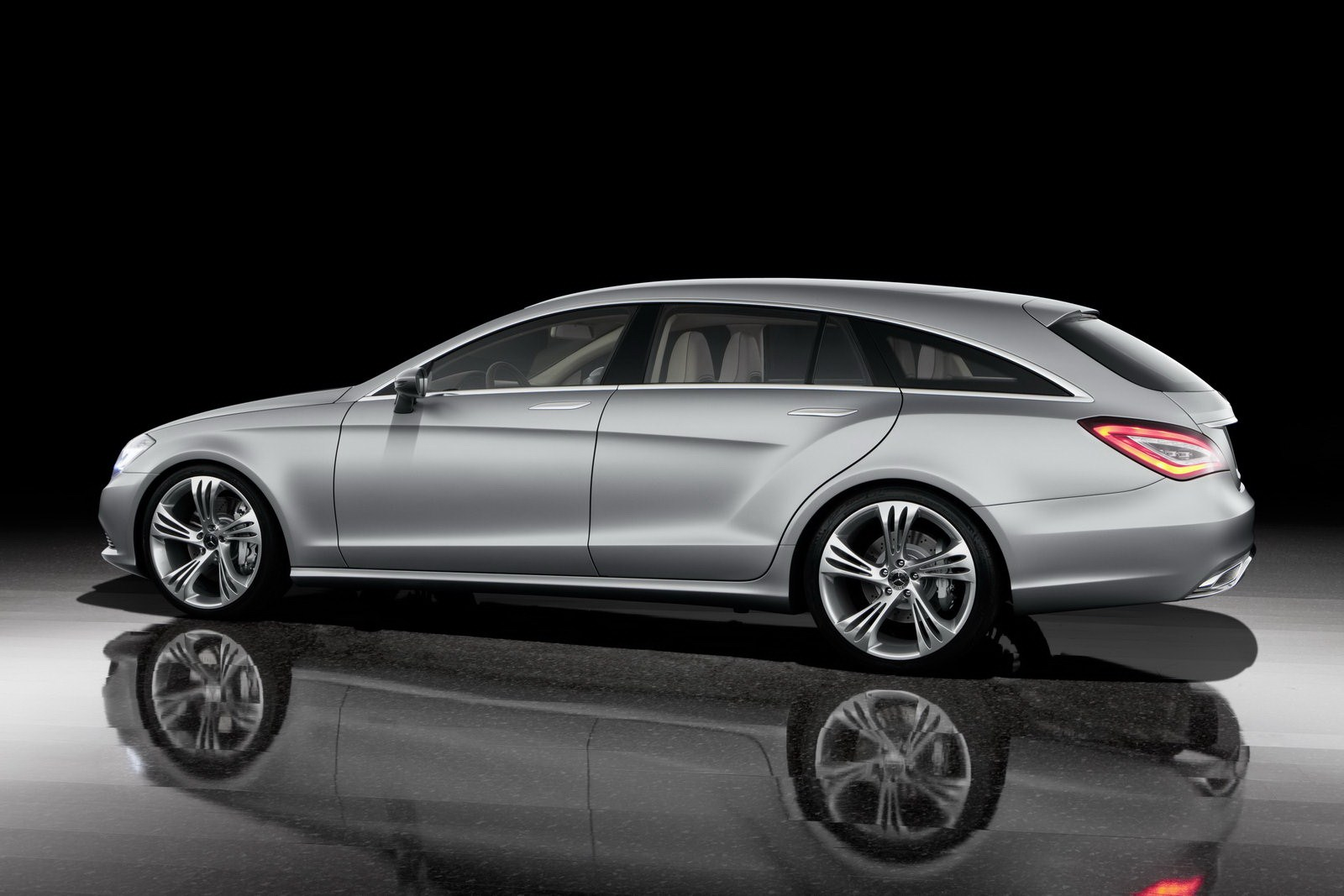 mercedes cla shooting brake car prices pictures prices. Black Bedroom Furniture Sets. Home Design Ideas