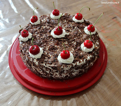 gâteau forêt noire chocolat cerises chantilly