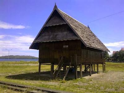 Boyang Mandar, Rumah Adat Kalimantan Barat