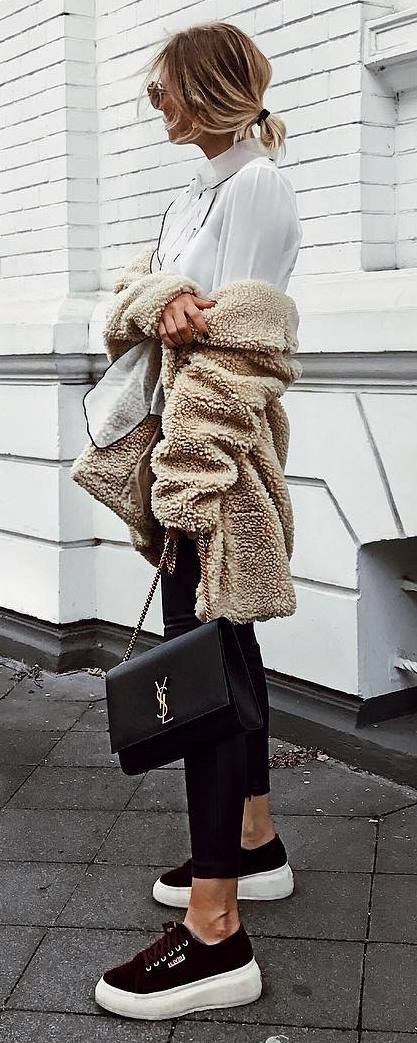fall outfit / blouse + fur jacket + bag + skinny jeans + sneakers