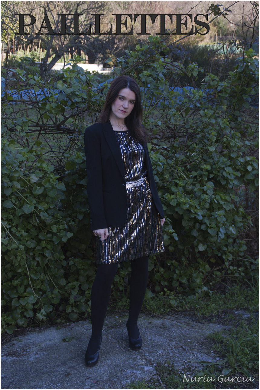 Vestido de paillettes y manga larga