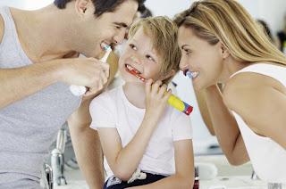 Come insegnare ai bambini a lavare i denti