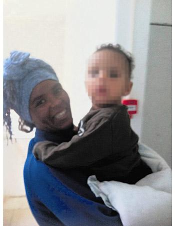 מליטיי אדונם. אחרי חודש של גיהנום, בנה שב לזרועותיה , צילום: דניאלה אורטנר־שולנברג