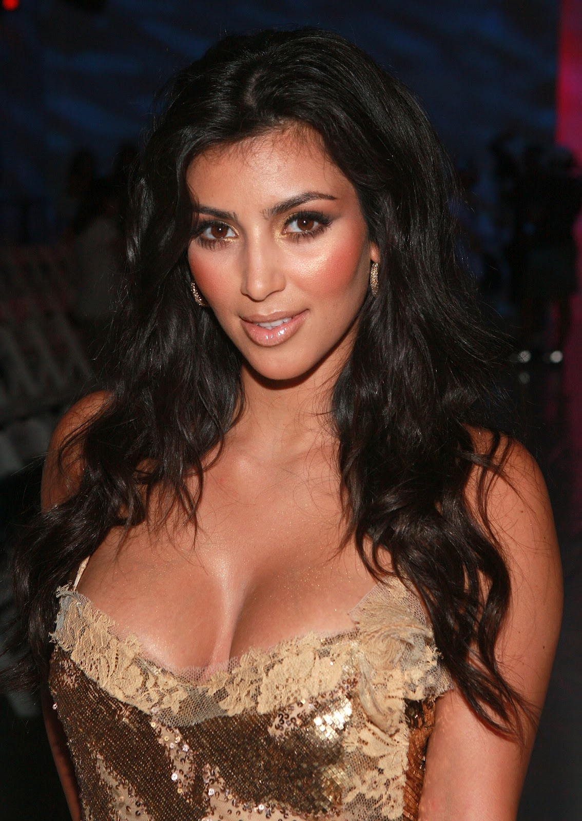 Latest Films News Kim Kardashian - Hottest Cleavage -8000