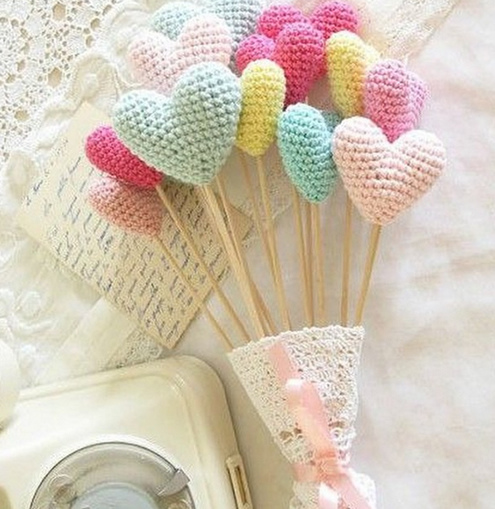 Valentine's Day free crochet pattern, crochet hearts bouquet (photo by Add Crochet) | Happy in Red