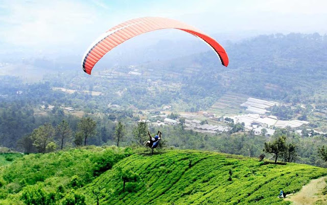 Harga Tiket Naik Paralayang Bukit Gantole Puncak Bogor