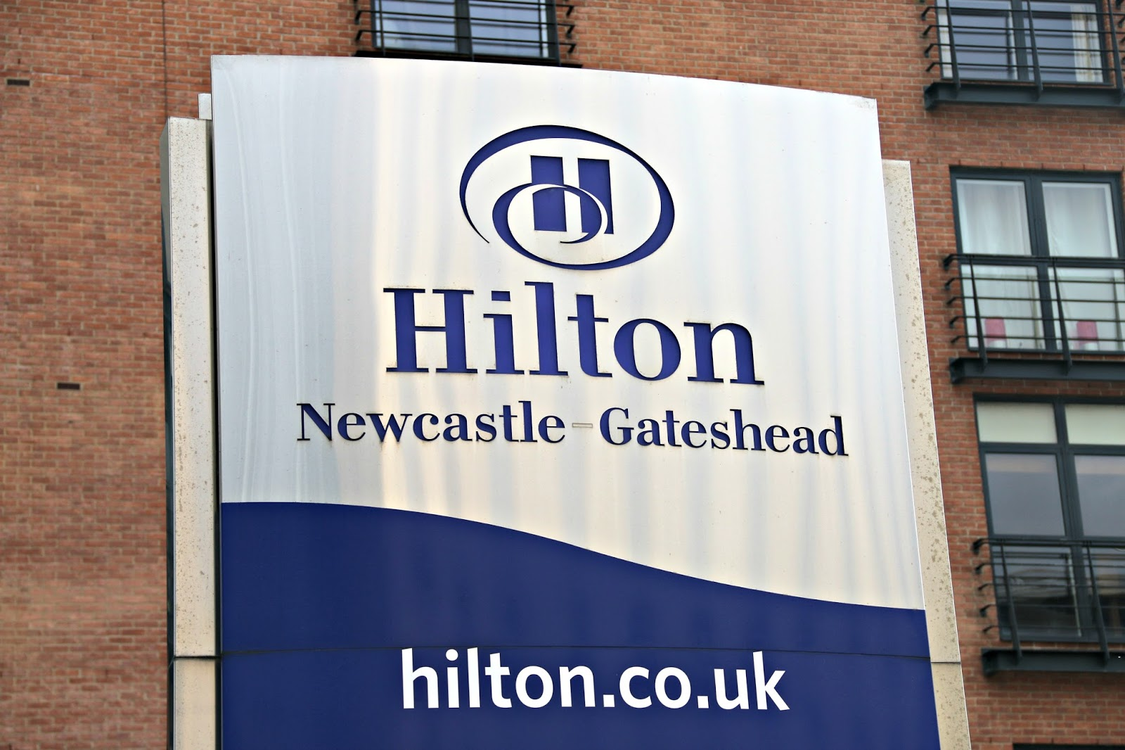 Hilton Newcastle Gateshead Hotel Review & The Windows On The Tyne Restaurant Dairy Free Menu