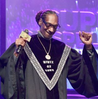 """Snoop Dogg hits #1on Billboard with his very first hit gospel album """"Bible of Love"""""""