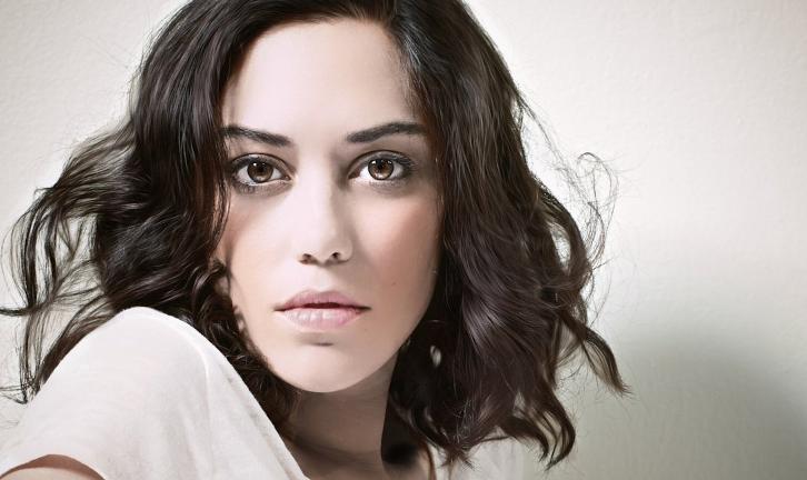 Vida - Mishel Prada, Karen Ser Anzoategui, Chelsea Rendon, Carlos Miranda & Maria Elena Laas Join Starz's Latinx Series