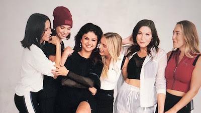 Selena participa de ensaio fotográfico com amigas para a coleção 'Strong Girl'