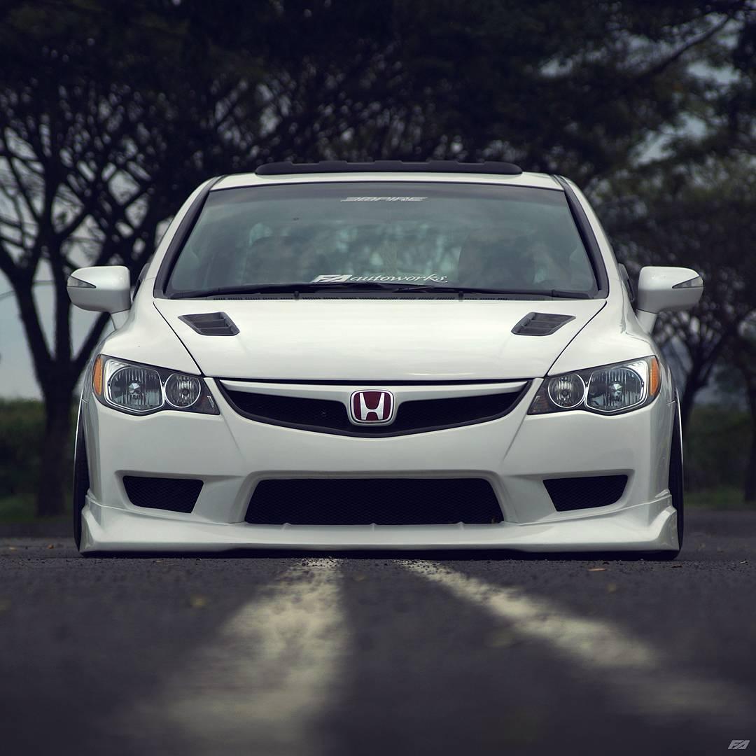 Modifikasi Mobil Ceper Honda Civic Putih Velg Work wheels ...