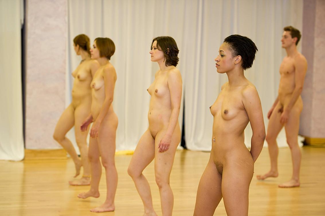 нас можно две девушки танцуют голыми видео сексуальная