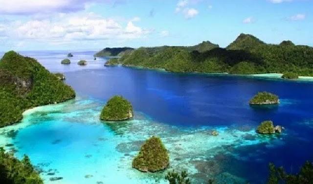 15. Pulau Misool - Raja Ampat, Papua Barat