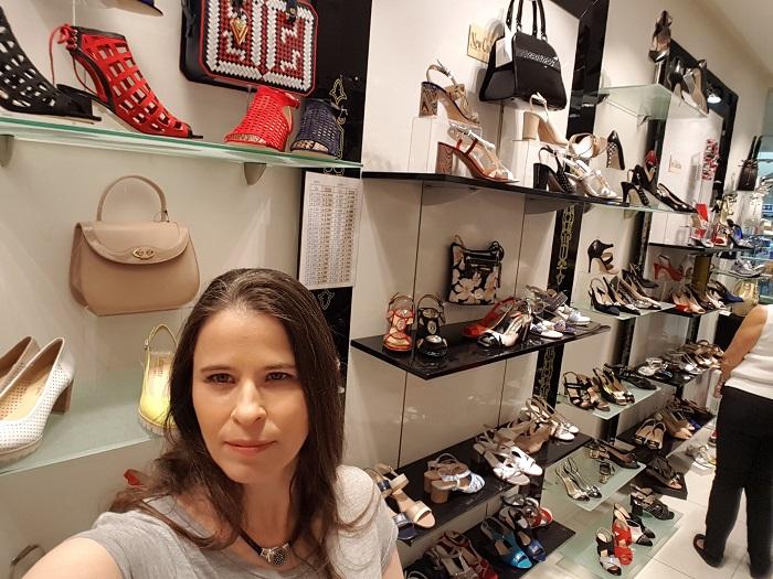 לאפייט – נעלים ותיקים של מעצבים בקולקציה צבעונית ואלגנטית במיוחד