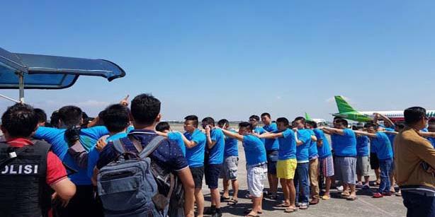 Tanpa Proses Hukum, Ratusan Warga China Sindikat Kriminal Internasional Dipulangkan ke Negaranya