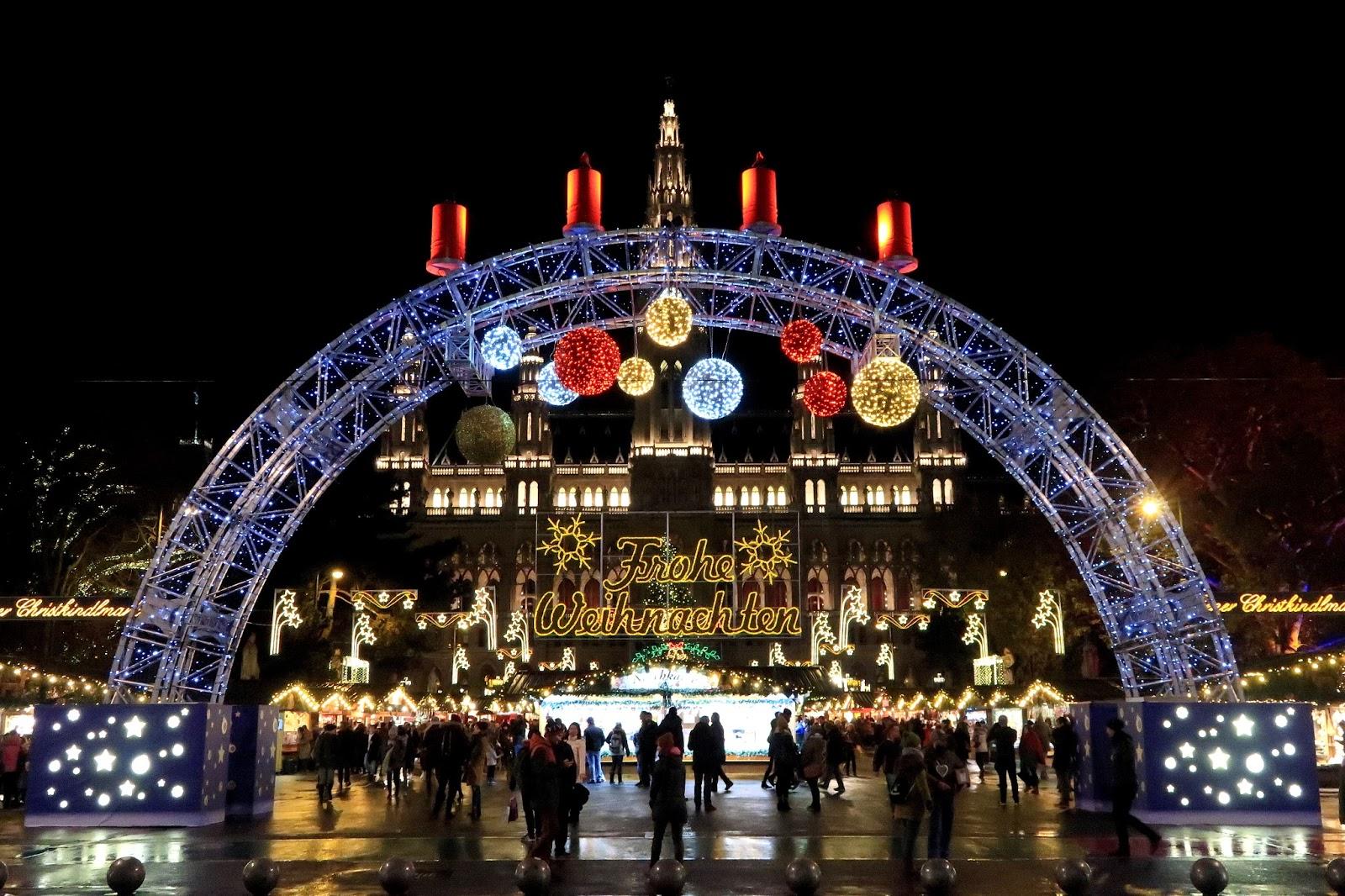 rathausplatz christmas markets entrance vienna
