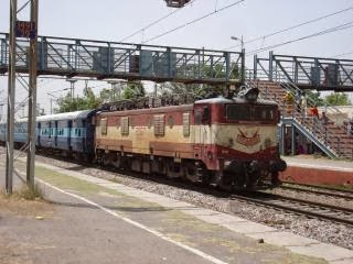 Bhopal to manmad trains