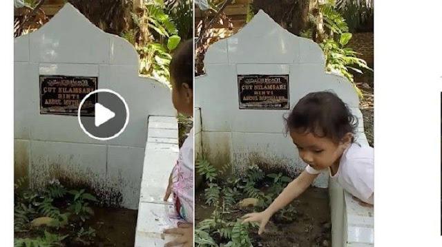 Siapapun akan Teraru Melihat Video Balita Berikut ini Menangis di Makam Ibunya