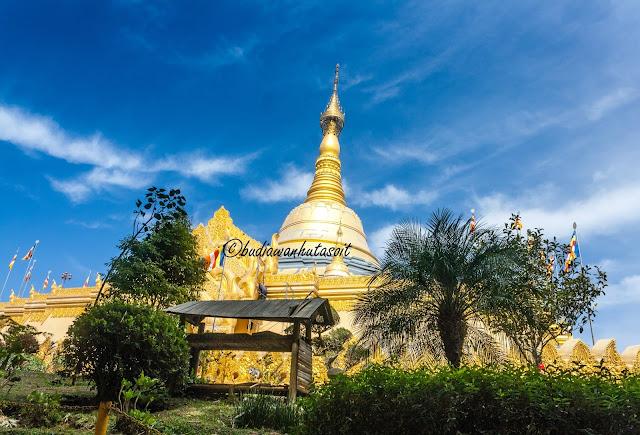 stupa replika pagoda shwedagon di berastagi sumatera utara