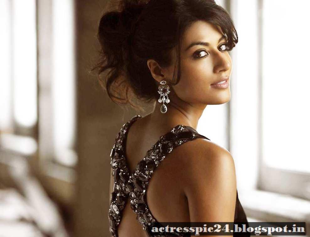 Top 12 Akshara Singh Age Height - Gorgeous Tiny