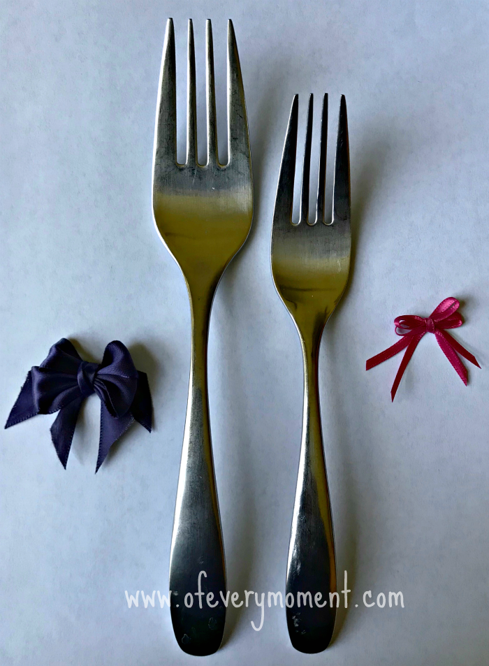 Tiny bows of different sizes made using different sized forks