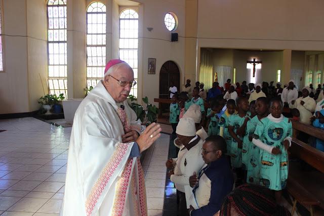 Angel Floro en la catedral de Gokwe