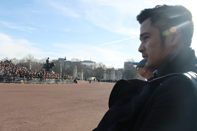Keluar agak lambat sehingga matahari agak jelas memancar London Day 5: Buckingham Palace