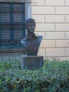 Le statue di Villa Fabbricotti arredino la città!!!