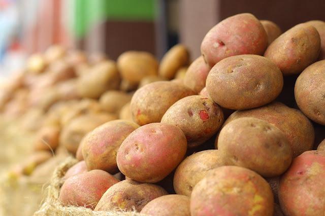 5 Makanan Berbahaya Apabila Dikonsumsi Kondisi Mentah