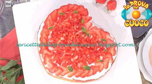 Prova del cuoco - Ingredienti e procedimento della ricetta Poke cake alle fragole di Natalia Cattelani