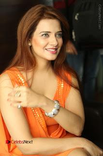 Actress Saloni Aswani Pos in Short Dress at Meelo Evaru Koteeswarudu Movie Interview  0050.JPG