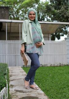 http://mustahabbah.blogspot.com/2017/06/perawatan-kecantikan-ibu-hamil.html