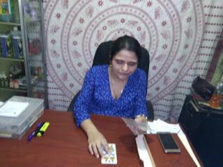 Profesora Grahasta en su consultorio de Managua