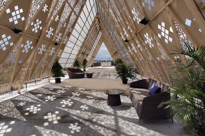 Ambara Rooftop Lounge dengan atap berbalut krawangan GRC