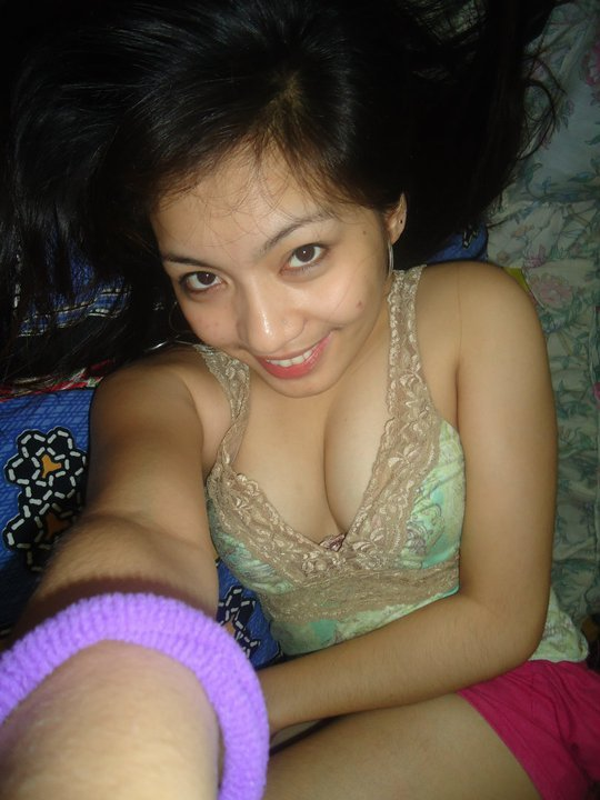 sexy asian cleavage pic