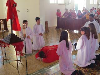 Imagens da Ação Litúrgica da adoração à Santa Cruz em Almino Afonso.