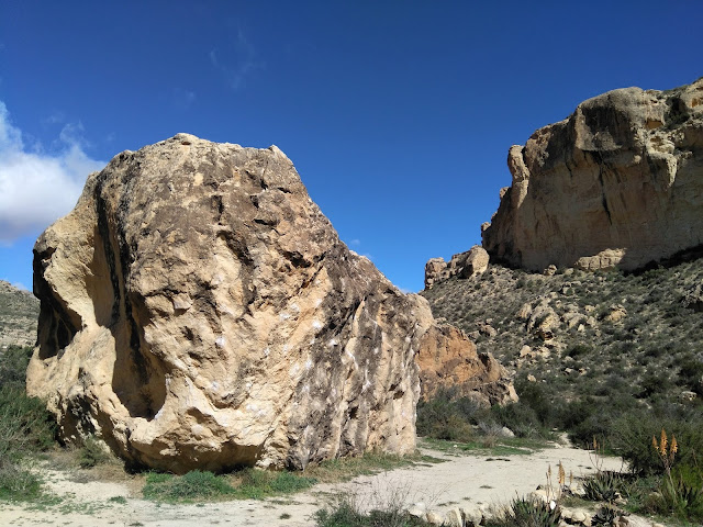 Crecillent boulders